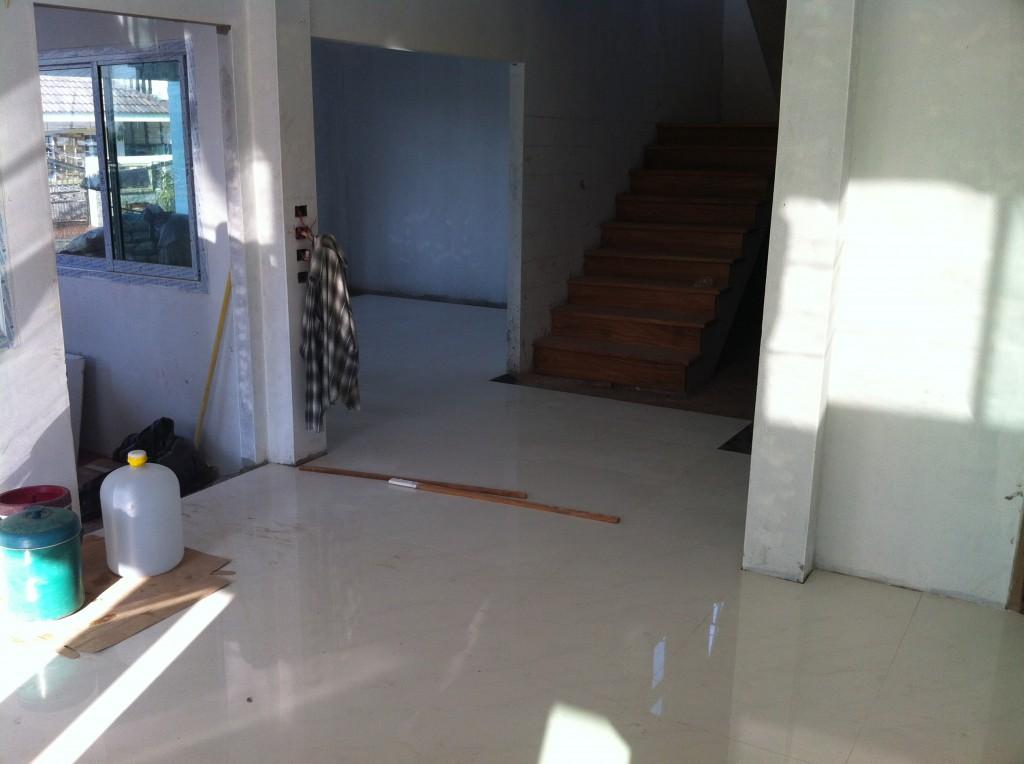 Der Boden im Ergeschoss ist auch bald fertig ...