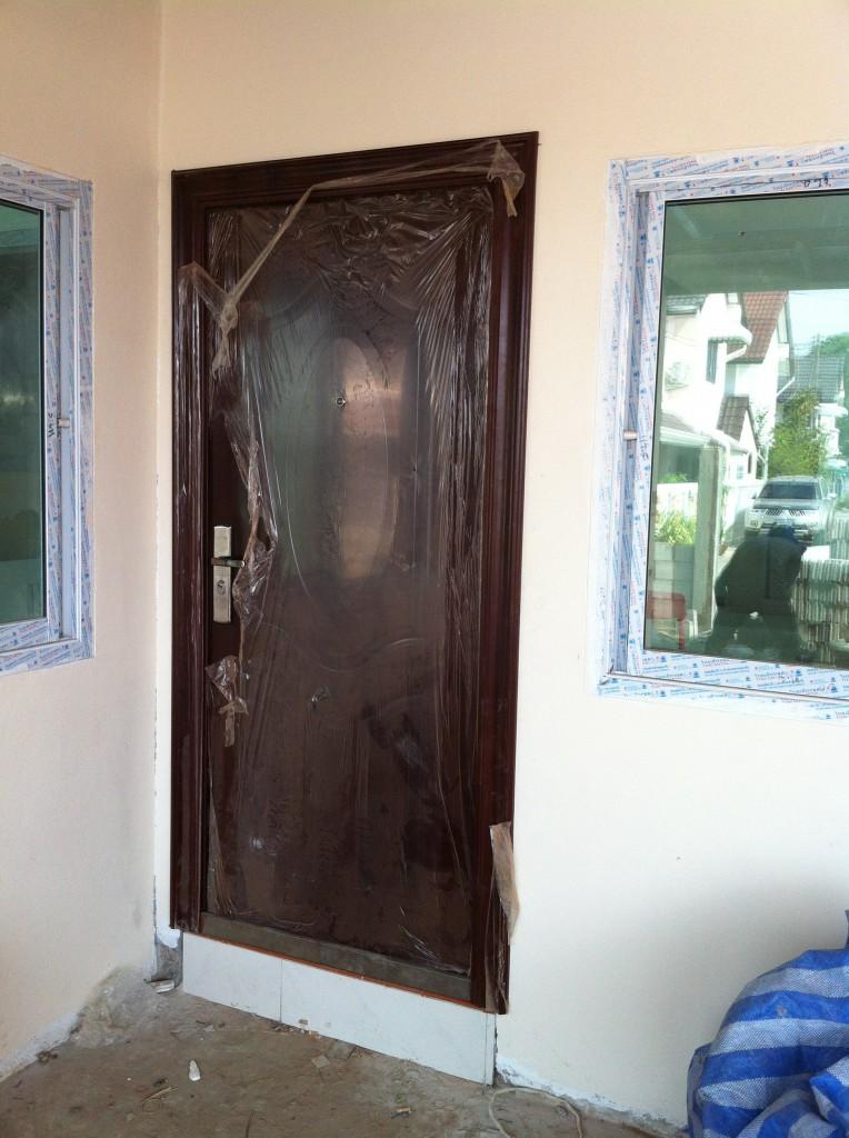 Die erste Türe ist montiert