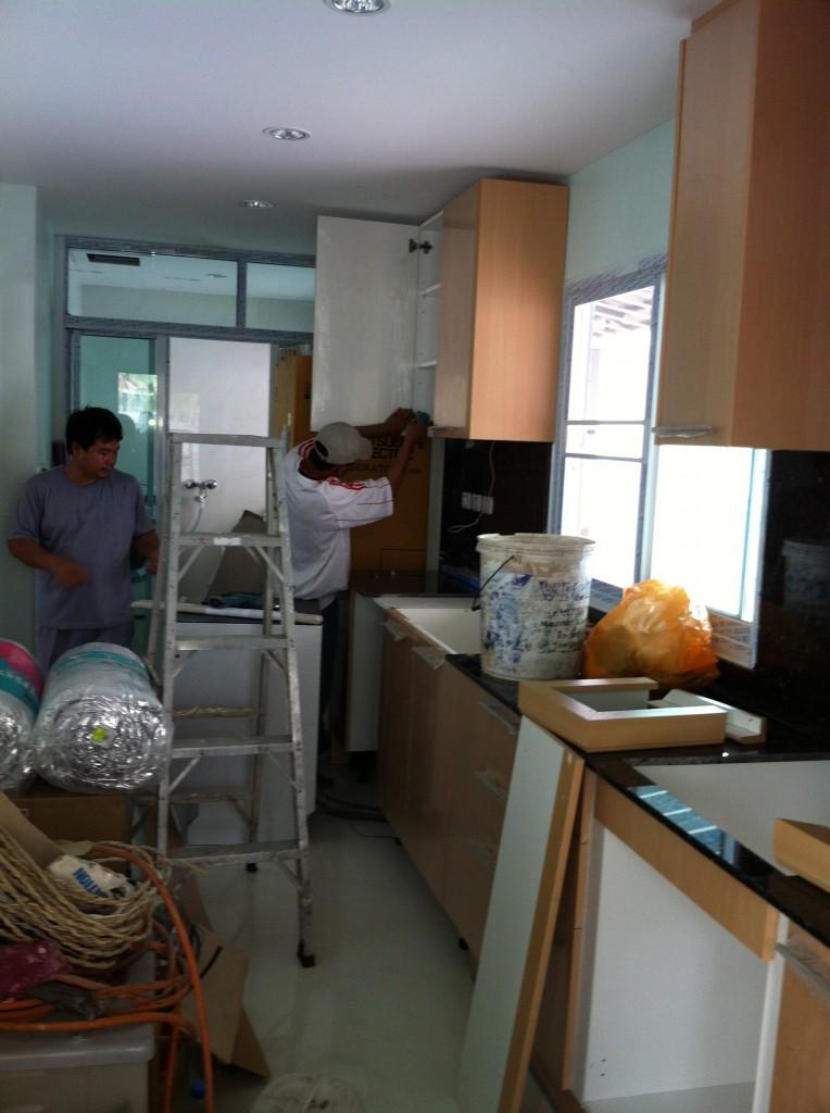 Die Küche bekommt den letzten Schliff ...